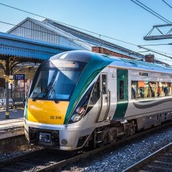 1200px-Train_In_Connolly_Station_-_Dublin_-_panoramio